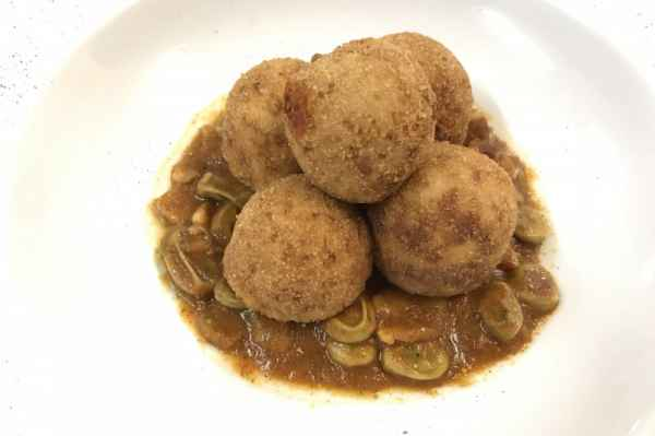 "Trasimeno lake queen carp balls in ""porchetta style"" with ""scafata""(stew of broad beans)"