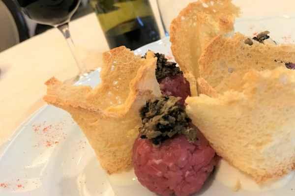 Manzo battuto al coltello con gelato al Parmigiano e tartufo