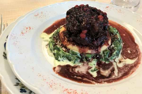 Wild boar morsels with red fruits and creamy spinach