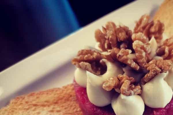 Tartare di Manzo e pera, spuma al gorgonzola, noci